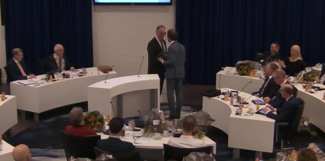 Westerneng draagt fractievoorzitterschap over aan De Vries