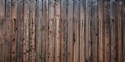 De schutting tussen de buren Barneveld en Scherpenzeel
